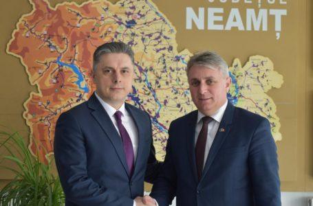 """Președintele Mugur Cozmanciuc anunță deblocarea lucrărilor pe drumul Bicaz – Poiana Largului! """"Astăzi s-a semnat contractul!"""""""