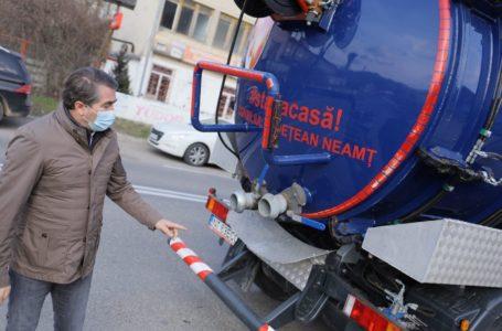 Tun de sute de mii de lei pe un contract al DRUPO-CJ Neamț! Substanțe alimentare, pe post de dezinfectant, împrăștiate din vidanje!