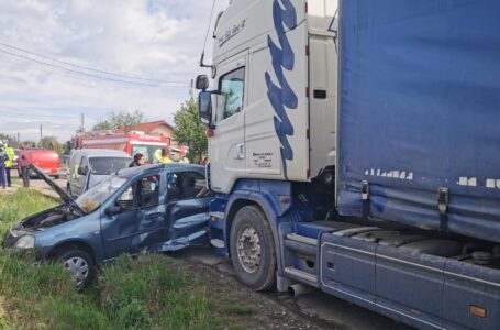 Grav accident la Secuieni. Coliziune între un TIR și un autoturism la Secuieni.