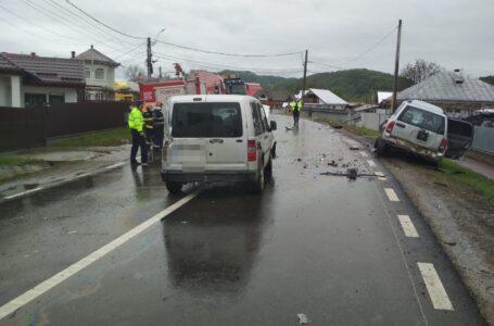 Două victime în urma coliziunii dintre un camion și două autoturisme, la Vânători-Neamț