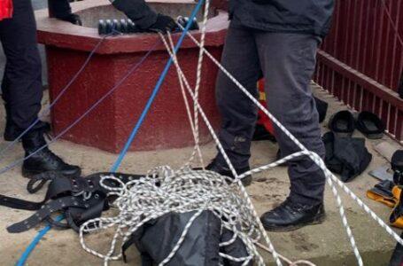 O femeie din Piatra Șoimului, găsită decedată într-o fântână