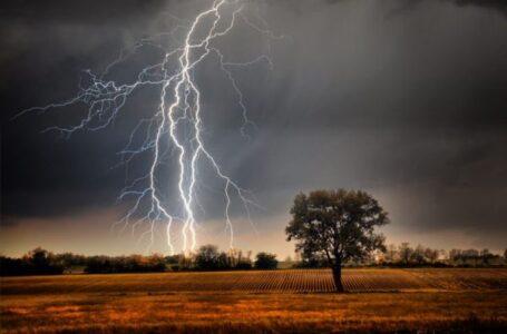 Vineri, 31 iulie – COD ROȘU de furtuni pentru 7 comune din Neamț