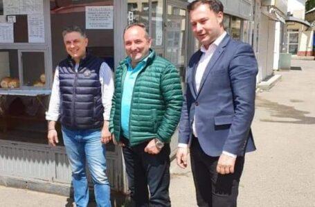 Primarul Daniel Harpa, alături de președintele PNL Neamț, deputatul Mugur Cozmanciuc