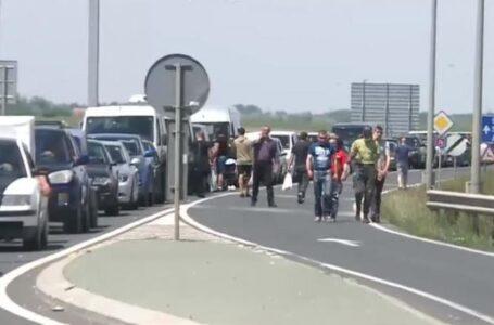 """Zeci de mașini cu """"stranieri"""" vin spre județul Neamț! Au ajuns aproape 600 de nemțeni în ultimele zile!"""