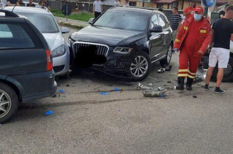 Trei mașini s-au ciocnit, duminică, în intersecția morții de la Căciulești