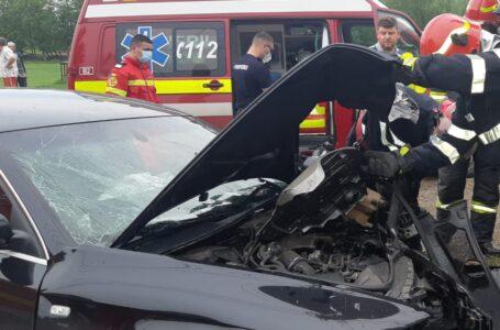 O femeie este în stare gravă după ce a intrat cu mașina într-un gard la Piatra Șoimului