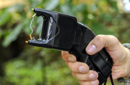 Descinderi la un bărbat din Ceahlău care ar fi lovit și amenințat cu o armă o femeie