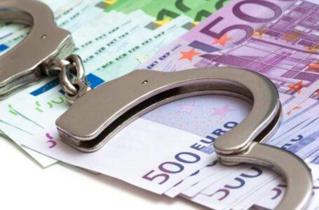 Două angajate ale unei bănci din Neamț, reținute după ce au furat 270.000 euro din conturile clienților!