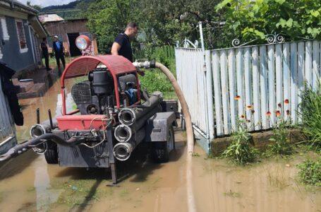 Pompierii au făcut bilanțul inundațiilor de noaptea trecută din Neamț! FOTO-GALERIE
