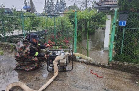Inundații în Piatra-Neamț și Pipirig, luni dimineață