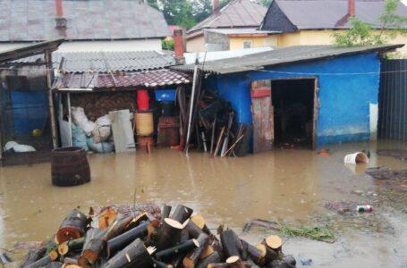 Inundații în mai multe localități din Neamț