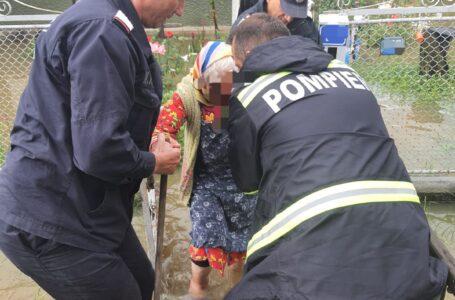UPDATE Apar primele probleme din cauza furtunii! Potop în mai multe localităţi din Neamţ!
