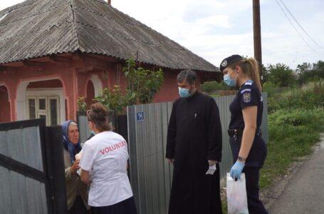 Jandarmii au distribuit alimente de bază și produse de igienă familiilor nevoiașe din județul Neamț