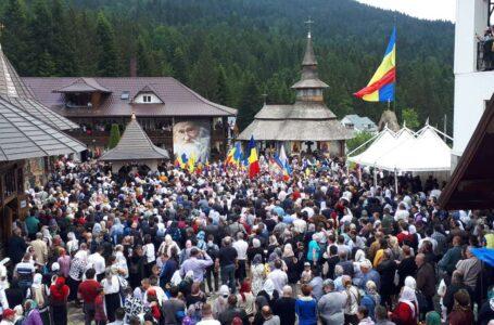 Imagini impresionante de la parastasul părintelui Iustin de la Petru-Vodă (foto-galerie)