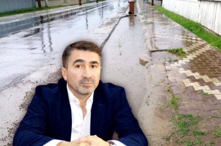 """LIBERTATEA: """"O firmă apropiată de cumătrul baronului Ionel Arsene, a pus rigole doar la deal, la Humulești! Când plouă, casele din vale se inundă!"""""""
