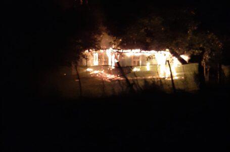 Un tânăr de 20 ani a incendiat casa unchiului său din Negrești