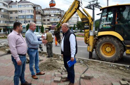 """Primarul Dragoș Chitic, inspecție în zonele """"fierbinți"""" din Piatra-Neamț"""