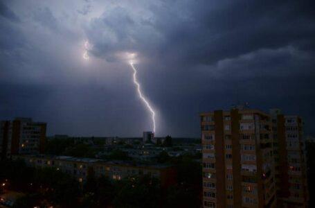 Cod Roșu de furtună într-o localitate din județul Neamț