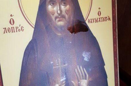 Minune în chilia părintelui Iustin Pârvu! Dintr-o icoană a început să curgă mir! (foto)