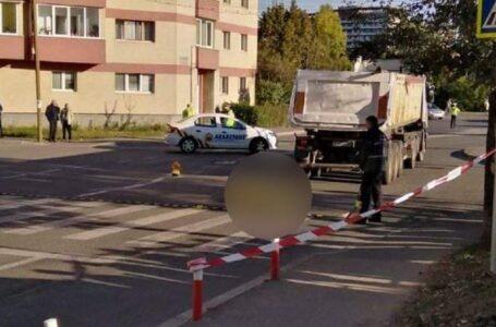 Accident mortal la Târgu Neamț! Bătrână strivită de un autotren!