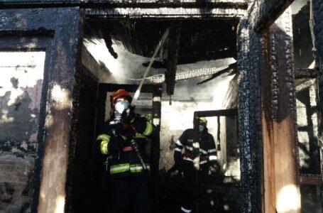 Vilă distrusă de un incendiu la Agapia