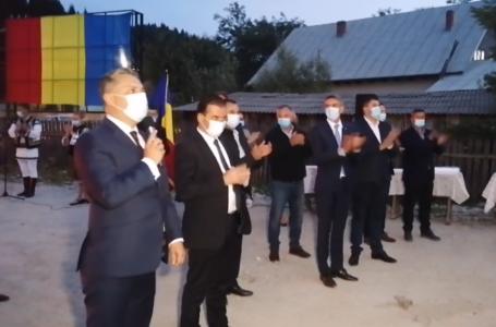 Comuna Hangu s-a făcut de rușine! Contra-manifestație PSD tipic bolșevică la vizita premierului Orban!