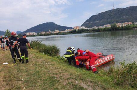 O femeie s-ar fi aruncat în râul Bistrița, la Costișa. A fost scoasă moartă de pompieri.