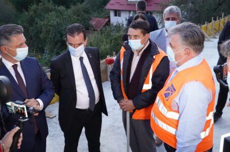 """Premierul Ludovic Orban: """"Contractul de pe DN15 Bicaz – Poiana Largului, o furăciune pe față! Cu acei bani construiam 16 km de autostradă!"""""""