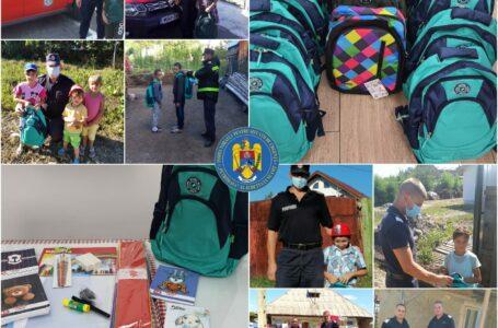Salvatori cu suflet mare! De ziua lor, pompierii ISU Neamț au făcut cadouri ghiozdane și rechizite copiilor nevoiași!