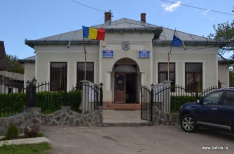 Un primar demis de prefectul de Neamț continuă să semneze acte administrative! A fost depusă plângere penală!