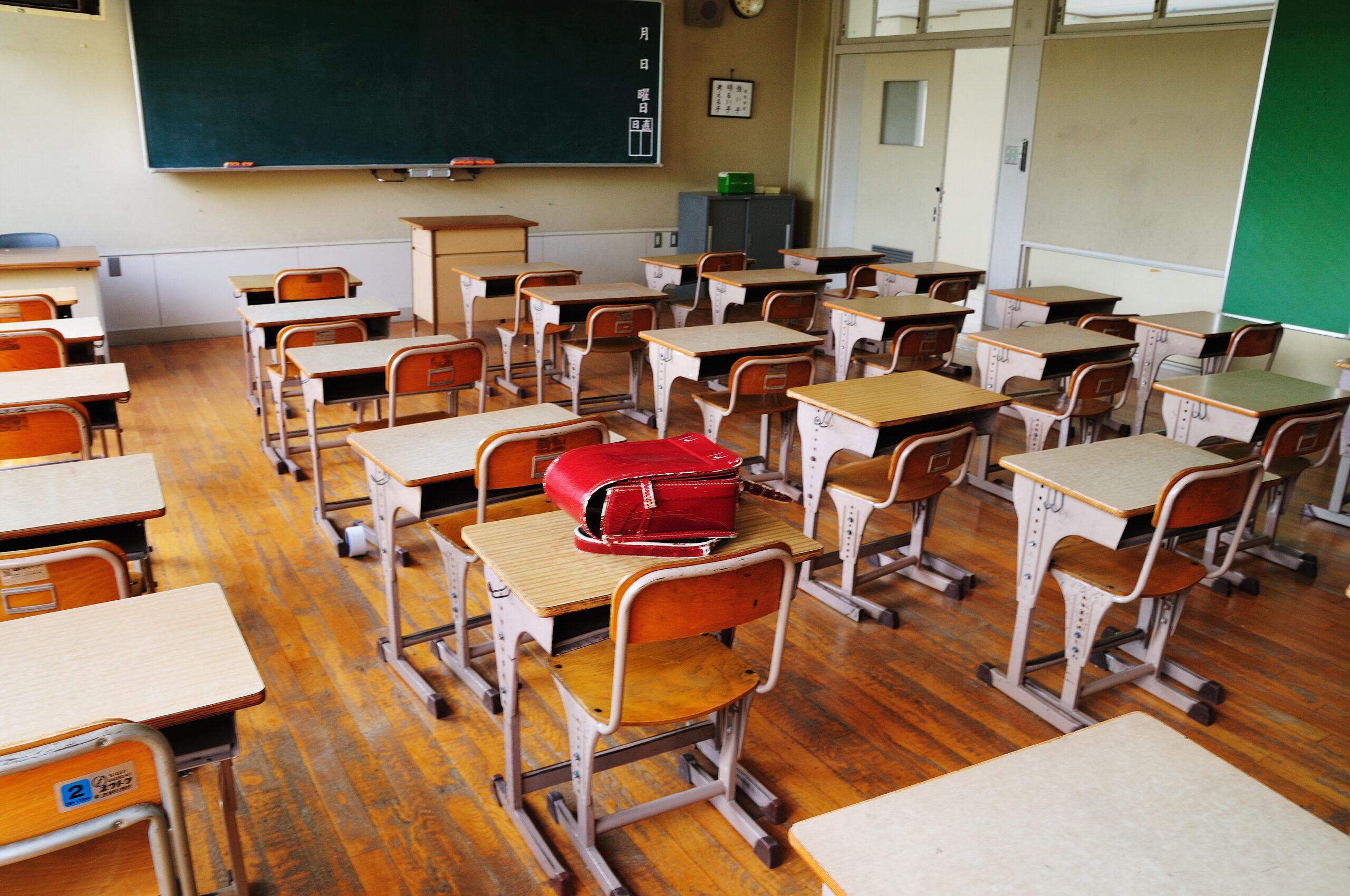 COVID-19/ Cursuri suspendate de marți, 20 octombrie, în școli din Piatra-Neamț, Roman, Târgu Neamț și Podoleni