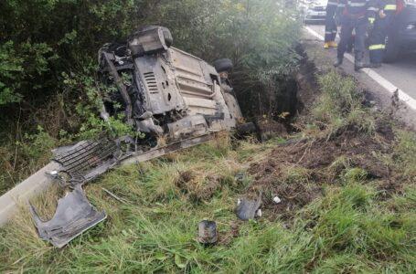 Mașina răsturnată între Dobreni și Bodești! Două persoane au fost rănite!
