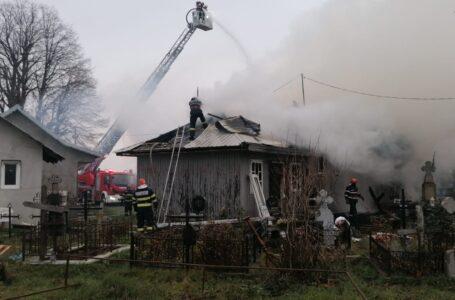 FOTO de la incendiul care a cuprins biserica din Neamț!