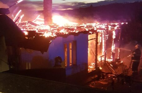 Femeie rănită într-un incendiu la Ghindăoani