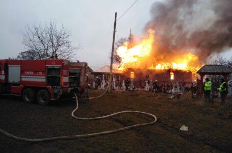 Pompierii au stabilit de la ce a luat foc biserica din Neamț chiar de Sfântul Andrei