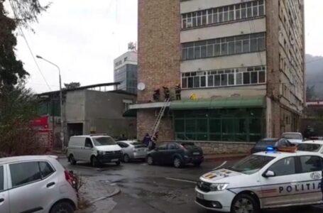 O bătrână a căzut de la etajul 5 al unui bloc din Piatra-Neamț