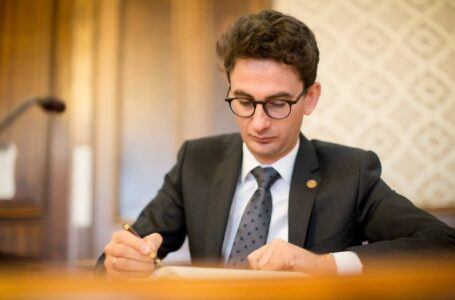 """Deputatul Iulian Bulai (USRPLUS): Dacă Eminescu ar fi trăit azi, ar fi semnat pentru """"Fără penali în funcții publice"""""""