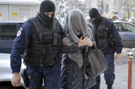 O femeie din Răucești – Neamț, condamnată 20 ani pentru omor și tâlhărie calificată, prinsă de polițiști