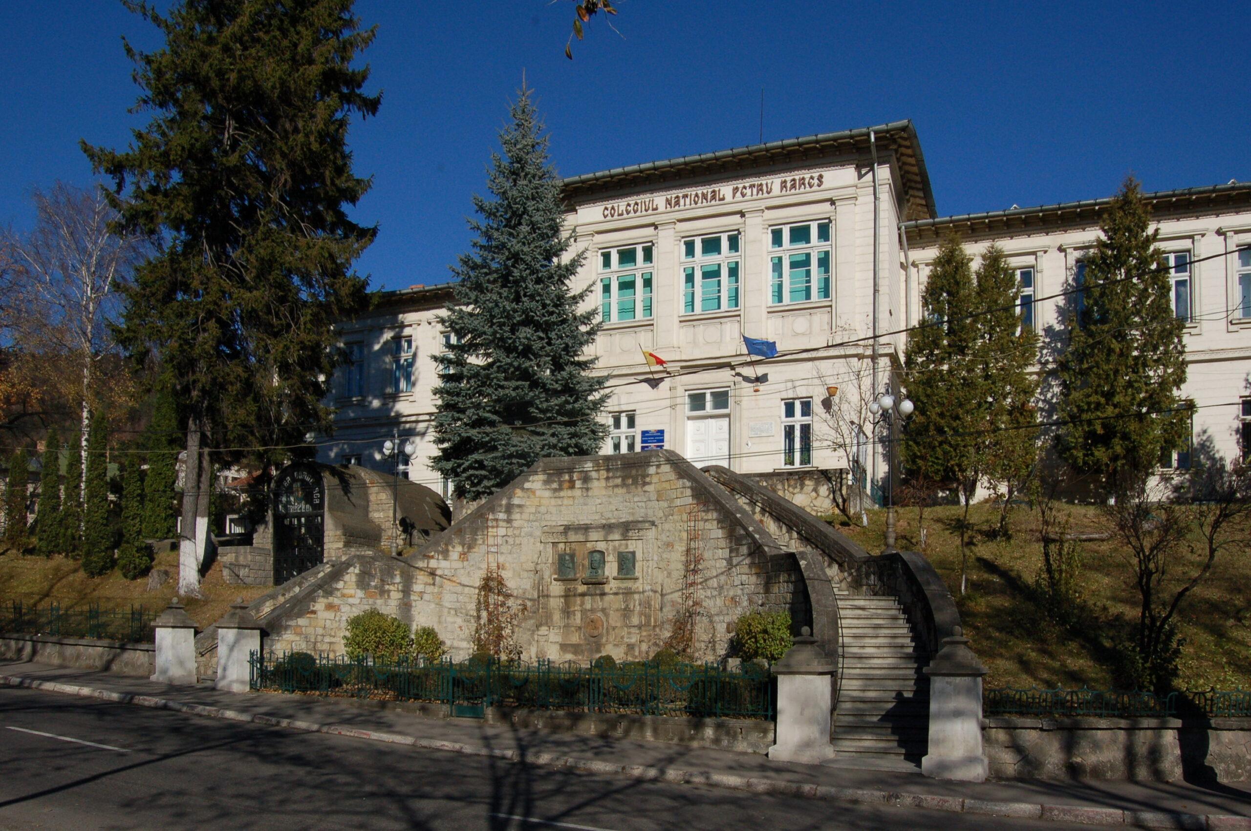 """A murit un fost director al Colegiului Național """"Petru Rareș"""" Piatra-Neamț"""