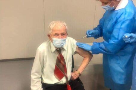 Piatra-Neamț: La 93 ani s-a vaccinat împotriva COVID