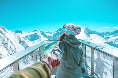 Iată 3 piese vestimentare esențiale pentru un weekend la munte iarna