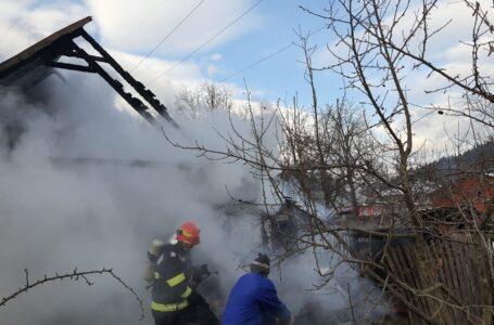 Un bărbat a murit într-un incendiu care i-a cuprins casa din Tarcău