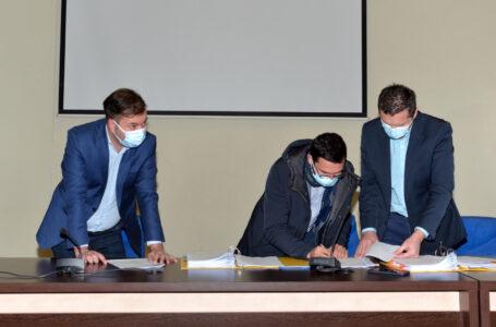 Prefectul George Lazăr a semnat 156 acte adiționale în valoare de 145 milioane euro pentru continuarea proiectelor PNDL