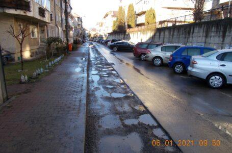 Constructorul care a asfaltat în bătaie de joc strada Privighetorii, amendat de Poliția Piatra-Neamț! Încep controale în tot orașul!