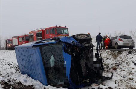 Accident cu două victime în Neamț. Coliziune între un autoturism și o autoutilitară.