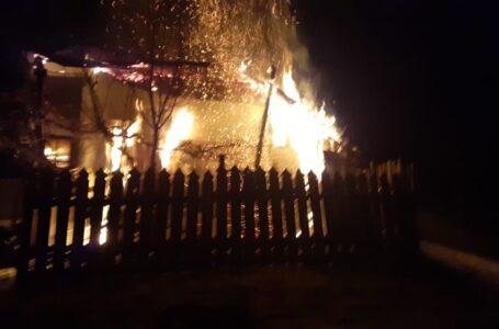 Incendiu la Bahna. Doi bătrâni au suferit arsuri.
