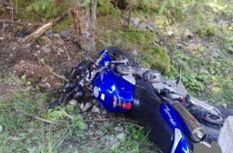 Un motociclist a căzut 8 metri într-o râpă, în judeţul Neamţ