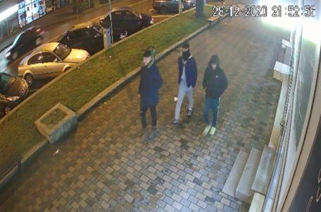 Trei bătăuşi sunt căutaţi de poliţiştii din Neamţ