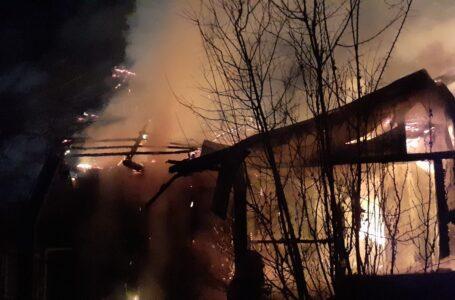 Poiana Teiului: Bătrân găsit carbonizat în casa care a luat foc.