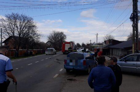 Trei maşini, implicate într-un accident la Timişeşti! Un copil şi doi adulţi – răniţi!
